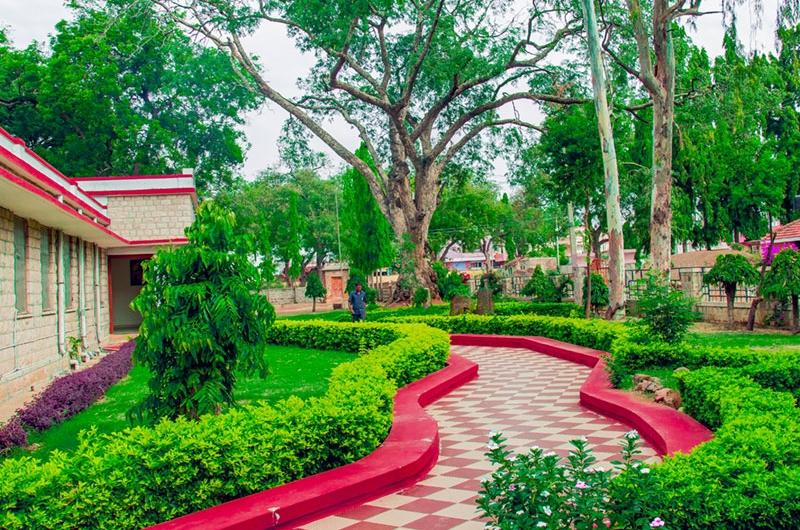 ಹೋಟೆಲ್ ಮಯೂರ ಚಾಲುಕ್ಯ ಬಾದಾಮಿ